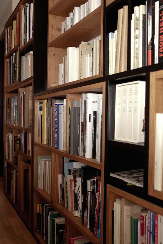 bibliotheque noir et chene1 - Julie Deljehier - espaces au singulier