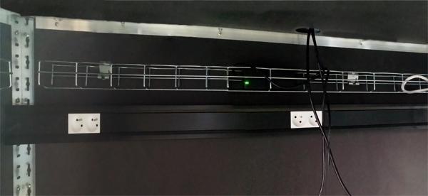 bureau_chemin_cables_espaces au singulier